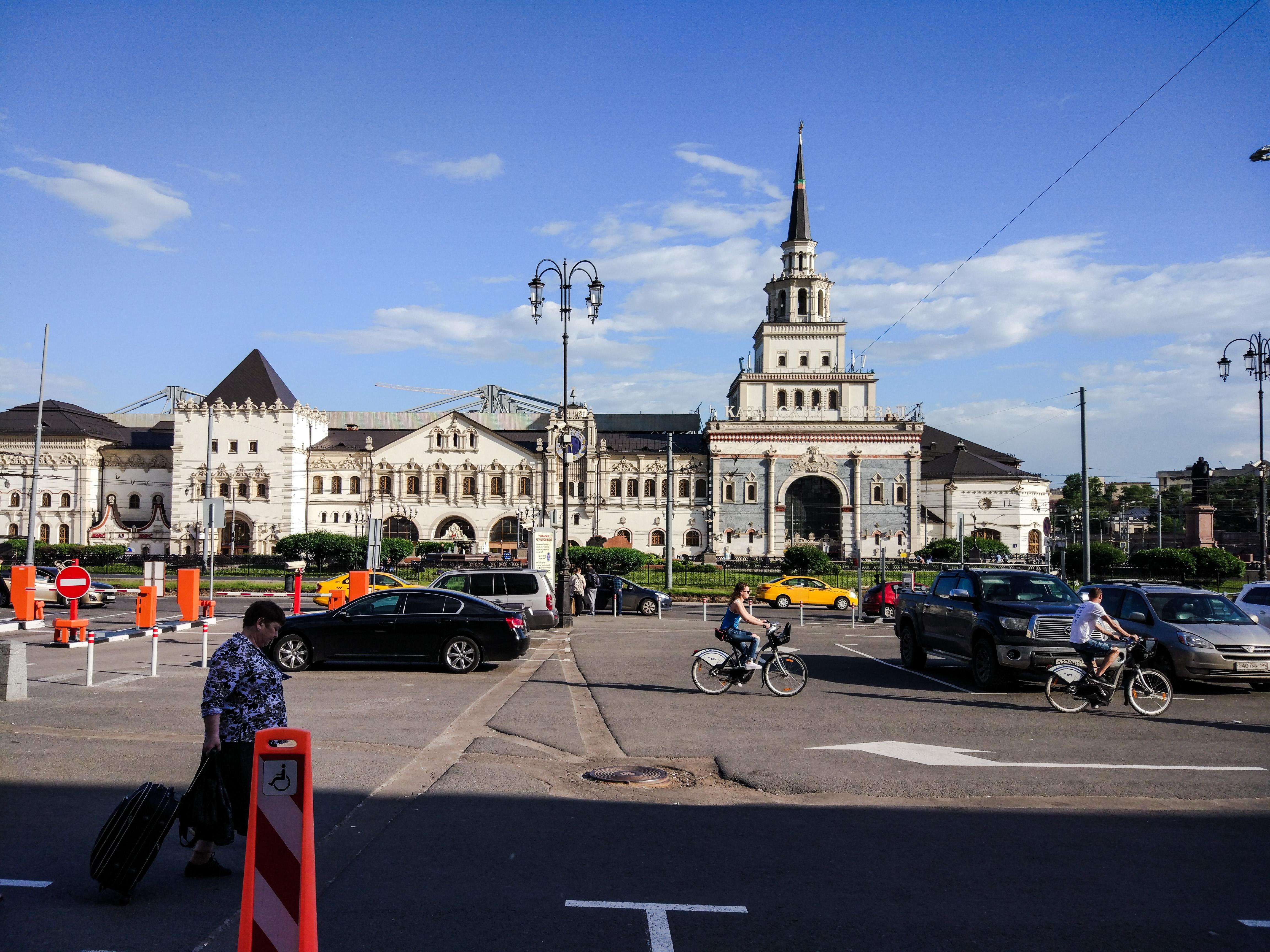 Moskova ve diğer Rus şehirlerindeki Komsomolskaya Meydanı 5